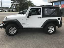 white bright white 2018 jeep wrangler left side photo in waterloo on