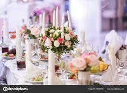 Weiße Kerzen Auf Metall Gold Kronleuchter Stand Auf Den