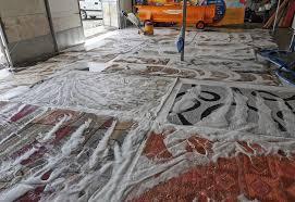 Гръцките мокетени килими и гръцките мокетени пътеки, са известни със своята изключително издържлива във времето силиконова подложка. Prane Na Kilimi Pteki Guberi I Zavivki Vando Chistota