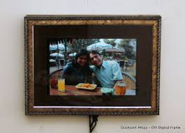 picture of digital photo frame using an old laptop