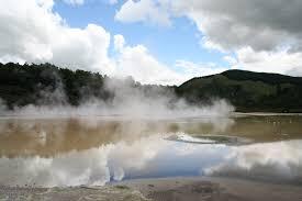 Resultado de imagen de Piscina de energía geotérmica en el Parque Nacional Yellowstone en Wyoming EE.UU.
