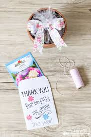 these easy diy teacher appreciation gifts with a free printable envelope are perfect for the end