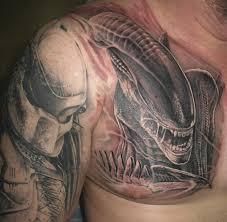 татуировки чужой против хищника в стиле реализм черно серая