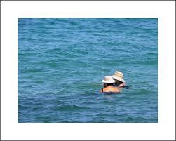 Resultado de imagen de imagen bañistas en el mar egeo
