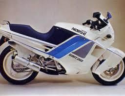 Blog de club5a : Association Audoise des Amateurs d'Automobiles Anciennes, REPORTAGE MOTO - Salon Moto Légende 2013 : les 40 ans de la 350 Moto Morini...