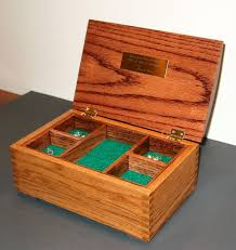 picture of oak jewelry box featuring box joint construction