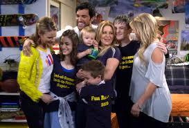 fuller house tv show. Delighful Show Fuller House Season 2 Premiere Recap Grade The Tannersu0027 Revealing Return Throughout Tv Show W