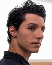 Long Nose Stunning Hairstyles For Big Nose Man 2018 Mens Haircut Styles
