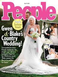 Gwen Stefani Smiles with Blake Shelton ...