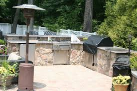 outdoor kitchen with cultured stone veneer granite countertop and lynx appliances