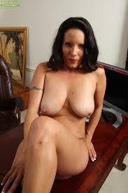 0lder naked brunette women