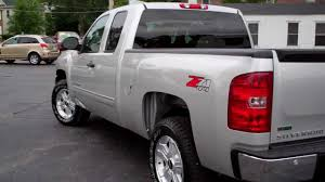 2011 Chevy Silverado 4x4 Z71 ext cab 4 door only 2000 miles Dekalb ...