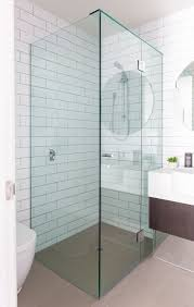 This is a shower design that not less beautiful with Shower Interior, this  will make you enjoy the incredible sensation of bathing.
