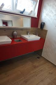 Badezimmer Fliesen Holzoptik Dunkel