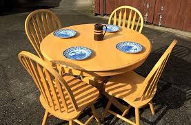 large round pine dining table with 4 matching chairs very good used condition