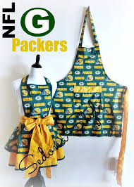 Look at that bow!! Green Bay Packers His/Her aprons Team Aprons by  SedonaStyle, $60.00 | Green bay packers, Green bay packers crafts, Nfl  green bay