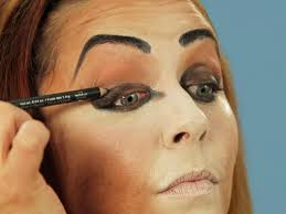 bold eyes for halloween cat makeup