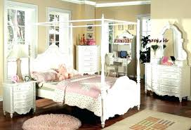 Bamboo Canopy Bed Tips On Choosing The Right Bedroom Furniture Sets ...