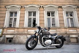 2017 triumph bonneville bobber review video