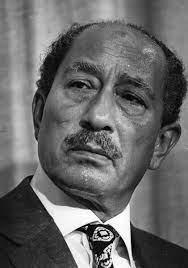 الرئيس أنور السادات.. من سجين سياسي إلى عرش مصر وبطل الحرب والسلام