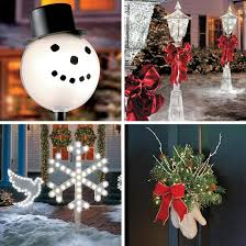 Winter Wonderland effect, stake Lighted Snowflakes along the walkway and all throughout your yard, in between larger outdoor Christmas decorations. Outdoor Decoration Ideas
