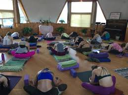 mounn cine women s yoga and nature retreat weekend in asheville nc retreat in hendersonville