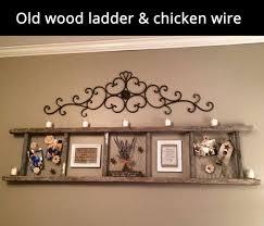 old wood ladder en wire frame