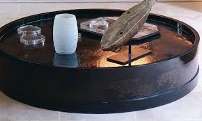 Table basse ronde en bois laqué noir à décor pailleté. Japon 20ème ...