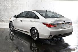 hyundai sonata 2013 white. and whoever was responsible for the tail lamps on sonata hybrid certainly got that memo because weu0027re talking ultramodern back there hyundai 2013 white