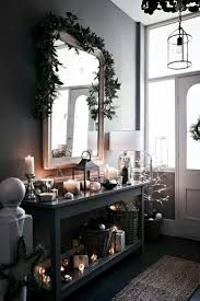 7 Quick Decorating Tips For Festive Holiday Entryways