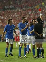 Italian players react to referee Byron Moreno of Ecuador decision to...  Nachrichtenfoto - Getty Images