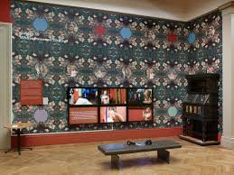 six screen and wallpaper installation