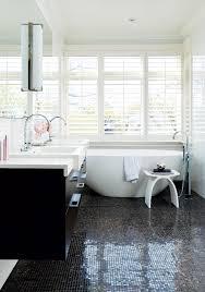 feminine curves stylish bathtubs