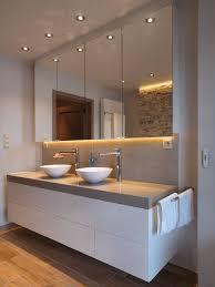 Badezimmer Spiegel Mit Lichtleiste Und Beton Waschtisch Haus