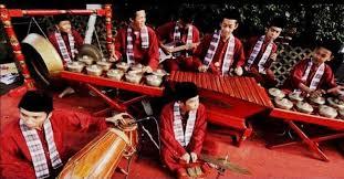Berdasarkan fungsinya alat musik terdiri dari alat musik ritmis, alat musik melodis dan alat musik harmonis ✓ yuk ketahui apa saja. 7 Jenis Alat Musik Pentatonis Asli Indonesia Alatmusik Id