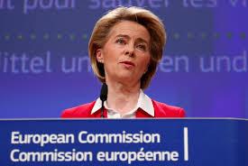EU-Kommissionspräsidentin Ursula von der Leyen schrieb auf Twitter sie sei  in Gedanken bei dem Premierminister und seiner Familie.