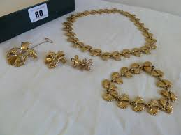 lot 80 9ct gold lotus flower jewellery suite of necklace bracelet pair of