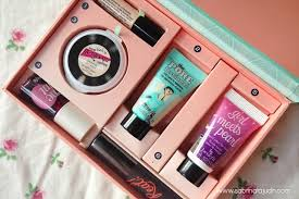 i remend this kit to a beginner that are going into makeup and looking forward to benefit makeups it help you like a introduction to benefit makeups