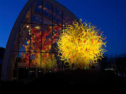 you can check on dale chihuly s works at various holsten galleries as well as 10 diffe major museums throughout the world