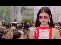 Défilé <b>Valentino</b> printemps-<b>été</b> 2018 - YouTube