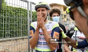 Pudo festejar ese festín tras una gran cacería en la que se comió a cavagna y a un nicolas roche (dsm) que no pudo seguirle. Giro De Italia 2021 Van Der Hoorn Hablo De Su Triunfo Antena 2