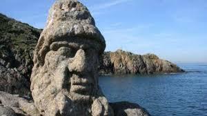 chemin des rochers sculptés plus de 300 sculptures faites dans la roche
