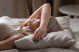 why do hot flashes get worse at night