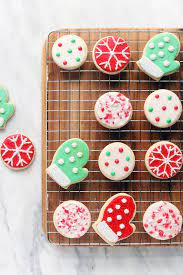 Decorating christmas cookies is our favorite holiday tradition and we have the best recipes and tips for throwing your own christmas cookie decorating party. Naturally Dyed And Decorated Christmas Cookies Simply Sissom
