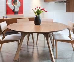 lyssna round dining table