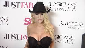 Courtney Stodden Star Magazine s Hollywood Rocks 2016 Red Carpet.