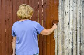 Your Choices for Protecting an Aging Wood Fence
