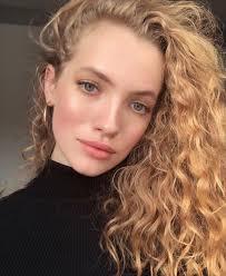 Blonde Curls Oval Face Earrings Hoop Makeup แตงหนา