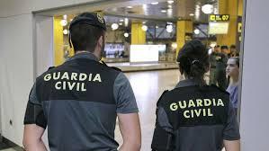 Resultat d'imatges de la guardia civil en el aeropuerto de el prat