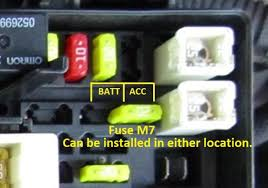 selectable battery accessory power source jkowners com jeep here is a picture of fuse m7 s location and a close up of where to position the fuse for accessory power and battery power